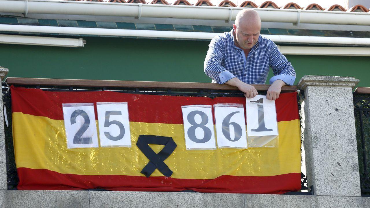 Las imágenes de la entrada de Barbanza en la fase 1 de la desescalada.Manuel Durán actualiza diariamente el marcador con el que quiere homenajear a las víctimas del virus en España