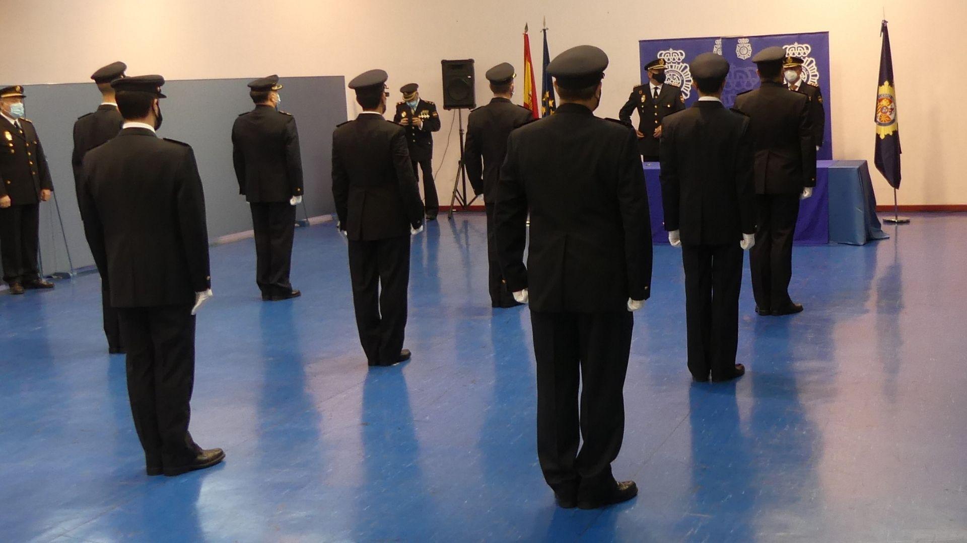 Agentes condecorados en Gijón, durante el acto