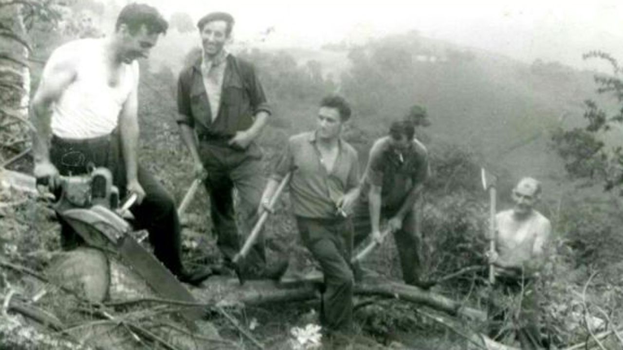 El padre de Alfonso Díaz a la izquierda hace 55 años