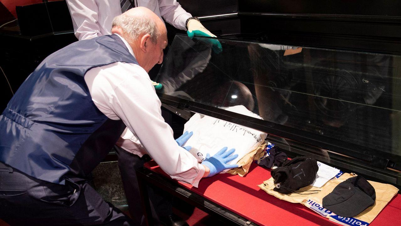 | REUTERS.La policía belga expone las evidencias en la sala donde se celebró el juicio por la masacre del Museo Judio de Bruselas