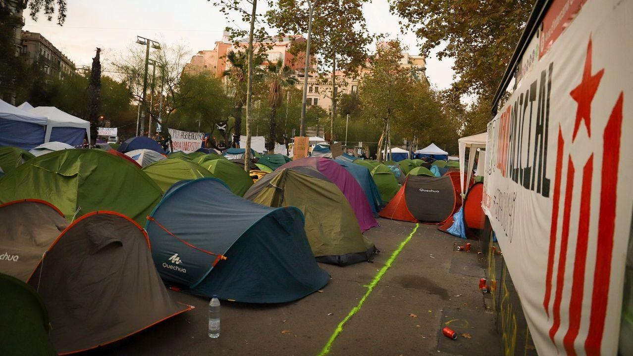 Leonor: «Llevo a Cataluña en el corazón».Los jóvenes acampados en la plaza Universitat de Barcelona acudirán a la cacerolada
