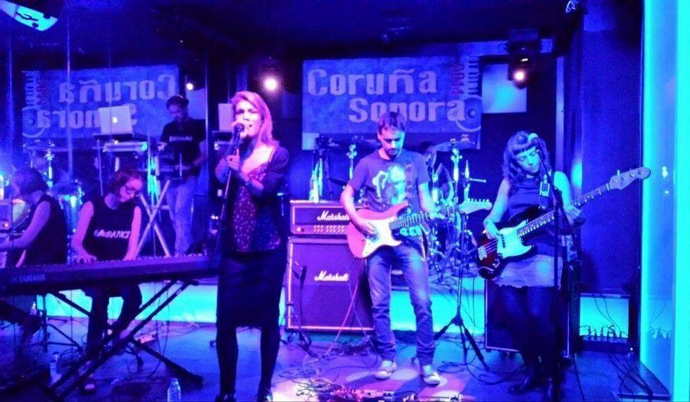 Los gallegos sucumben a las rebajas.Paula Pérez es la vocalista de The Dance.