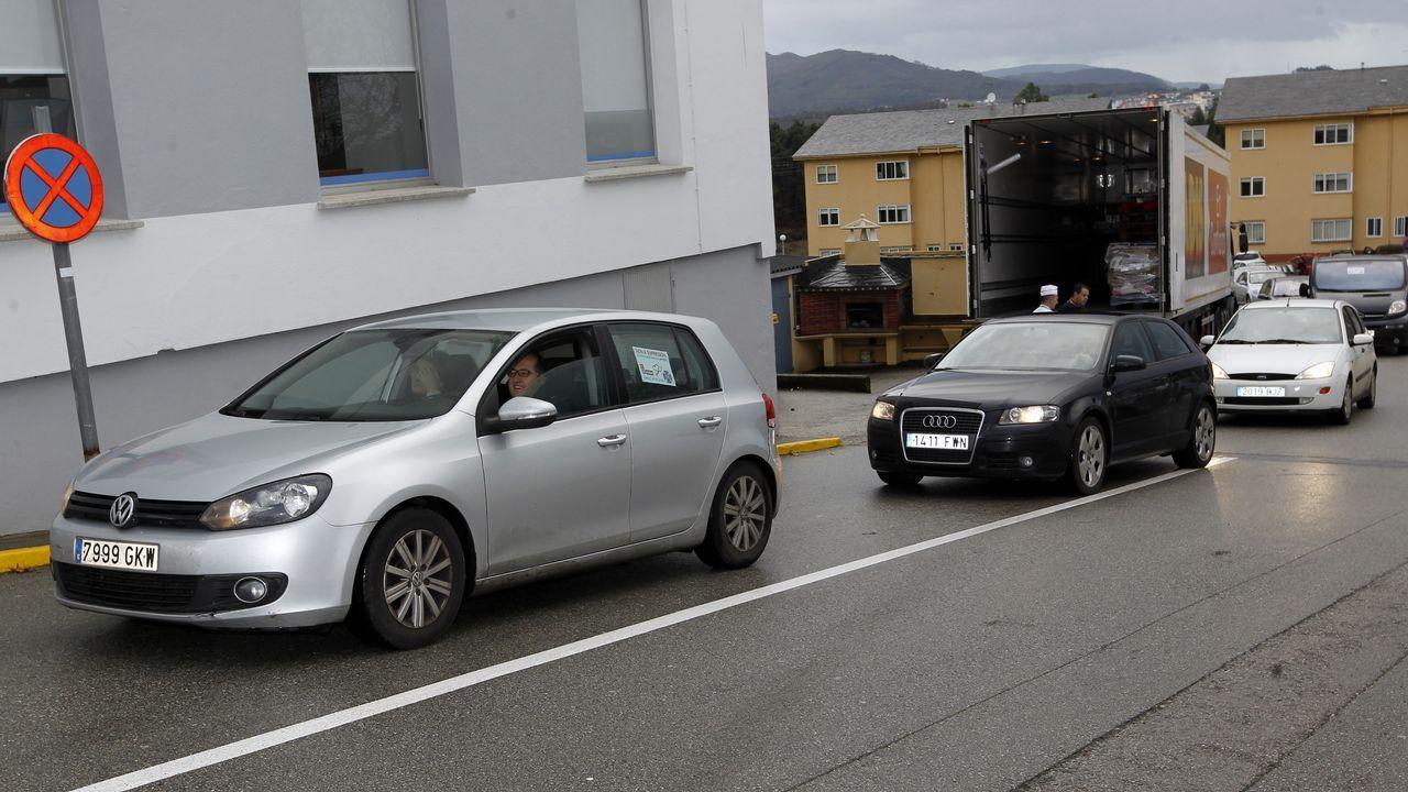 Caravana de coches en contra de la supresión del área sanitaria