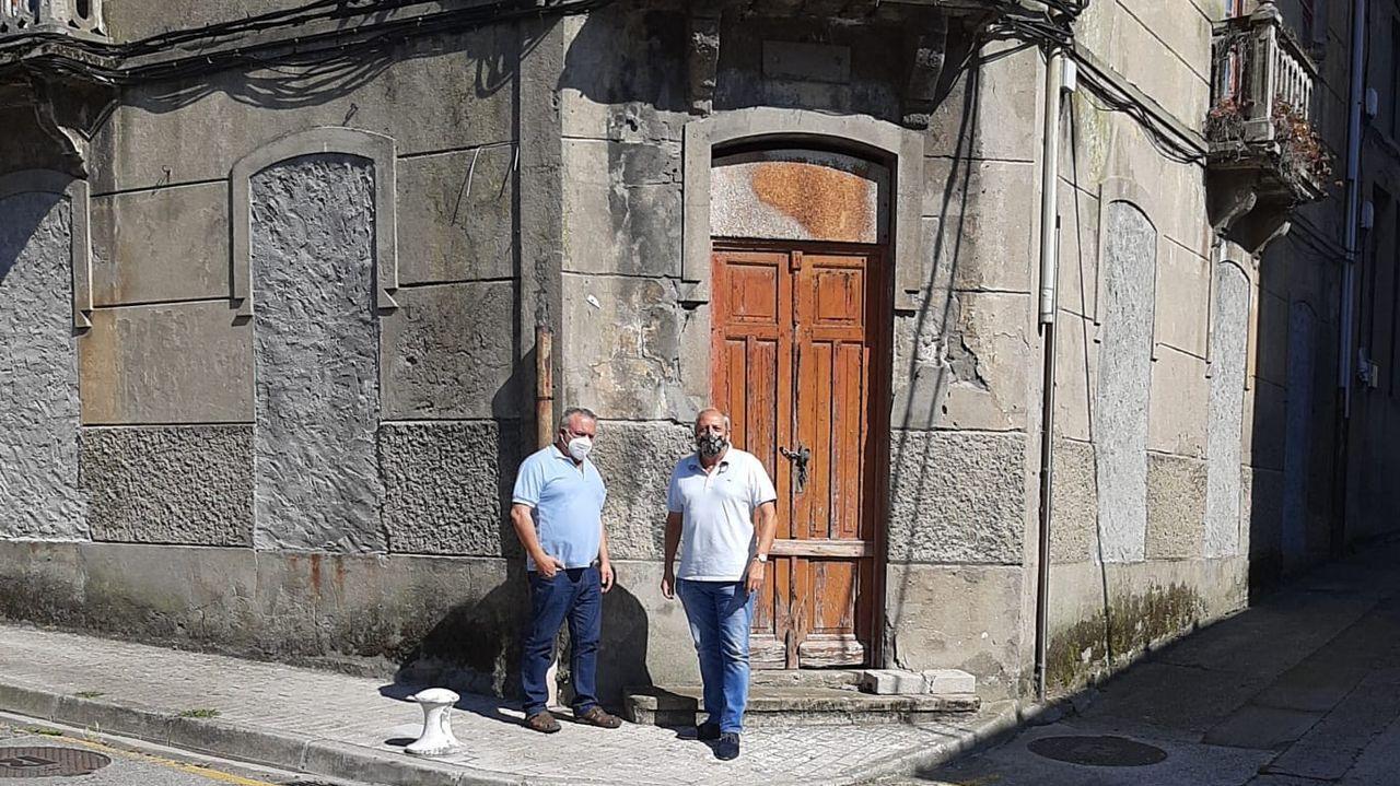 Estado actual de los estribos de Ponte Ribeira, que mantiene dividida a la villa en dos.