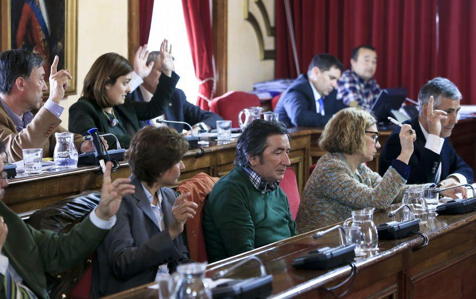 Los 12 concejales del PP se opusieron al cambio de designación de siete calles de la ciudad.