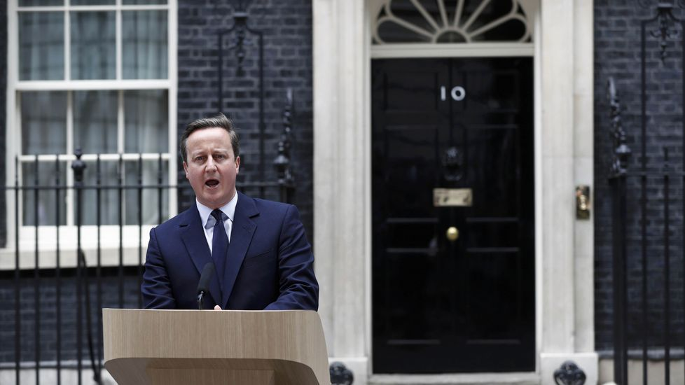 Cameron sobre el Brexit: «Los británicos no se rinden».Miles de personas rindieron tributo an Trafalgar Square un emotivo homenaje a la diputada laborista asesinada Jo Cox.