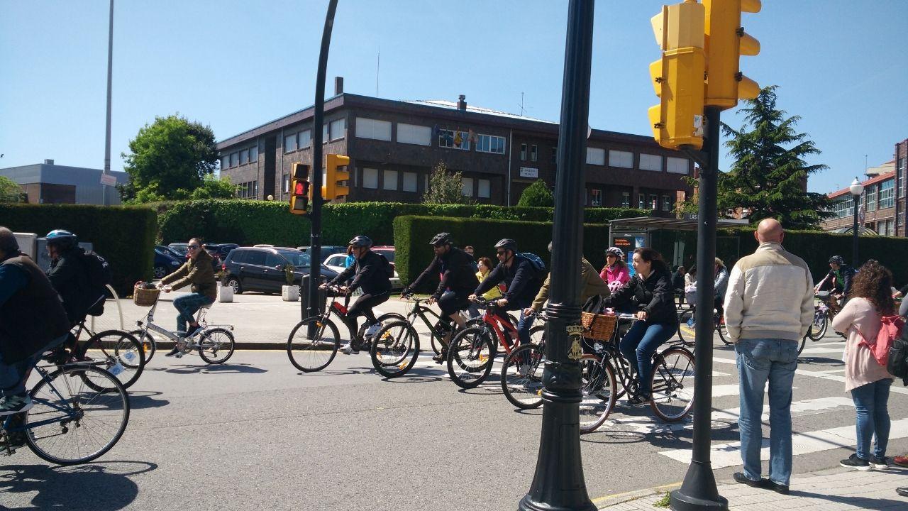bicicletas bicis bicicleta gijon ciclistas movilidad ciclista.Ciclistas, en una calle de Gijón