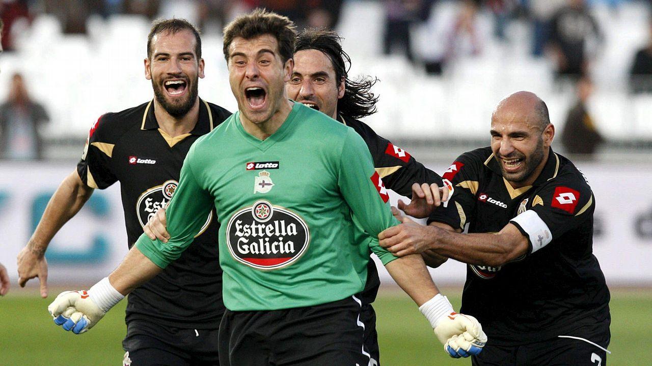Las fotos del Deportivo - Reus.Trujillo Suárez, sus ayudantes y los capitanes del Dépor y del Majadahonda, antes del partido del pasado mes de diciembre