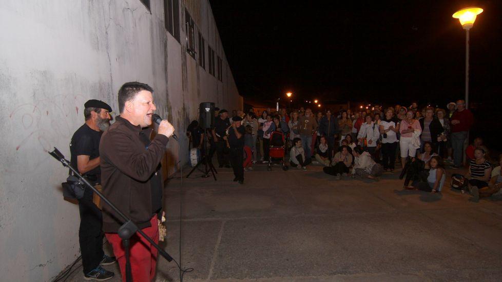 Verano gastronómico en A Ferreirúa.Xurxo Souto durante un concierto al aire libre.