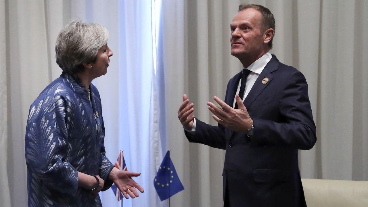 La primera ministra británica, con el presidente del Consejo Europeo
