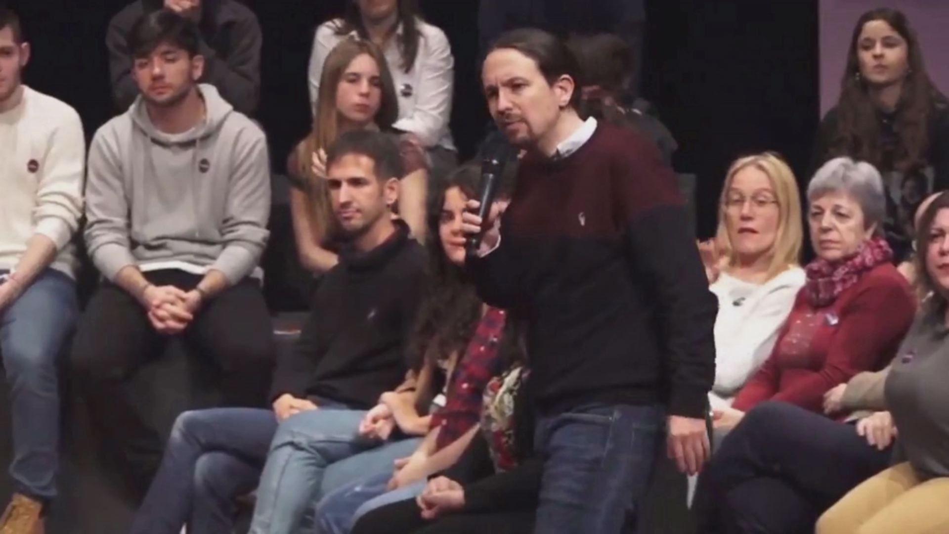 Las víctimas del Alvia recriminan a Pablo Iglesias su silencio sobre sus demandas ahora que está en el Gobierno.Imagen de la vía con el tercer carril para ancho internacional en pleno casco urbano de Ourense