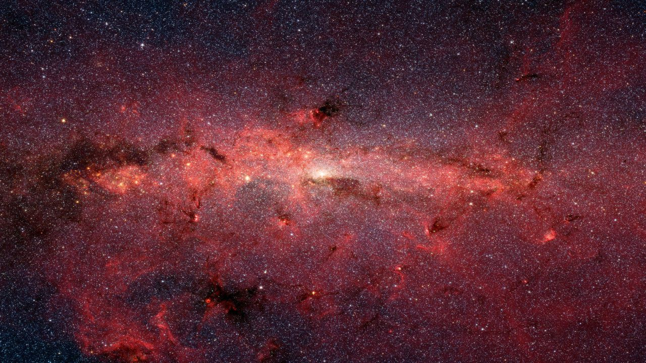 Imagen del centro de la galaxia obtenida con el telescopio espacial Spitzer, donde se pueden ver zonas de nubes moleculares, entre ellas, la nube en la que se ha descubierto la etanolamina