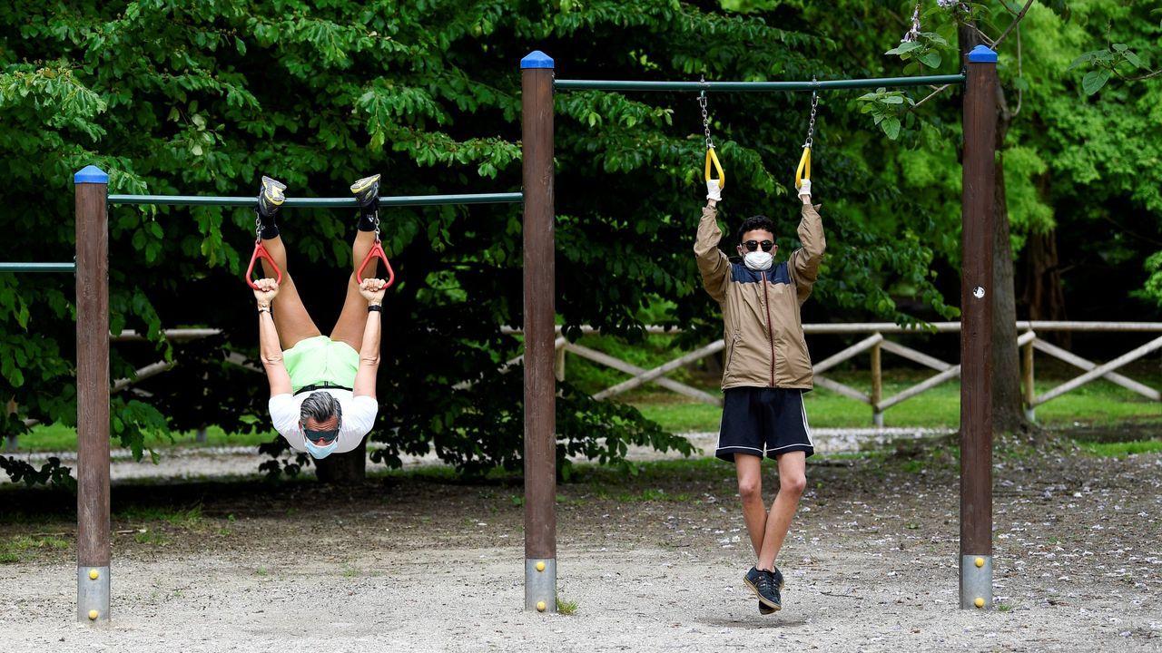 En Italia han reabierto algunos parques públicos, como este de Milán