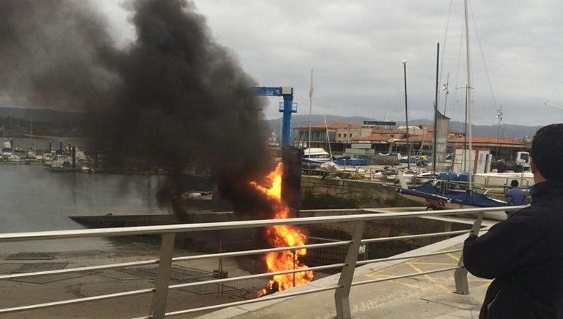 Pelea tras plantar fuego a un pilote de un pantalán.González dejará de ser alcaldesa de Sanxenxo el próximo sábado, tras dos mandatos consecutivos.