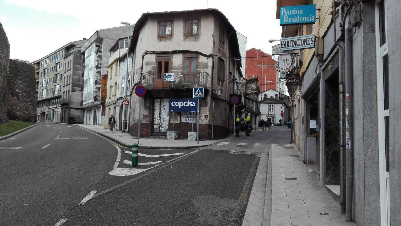 En la entrada al barrio de Recatelo, en el edificio del medio, estuvo el mítico bar La Taboadesa