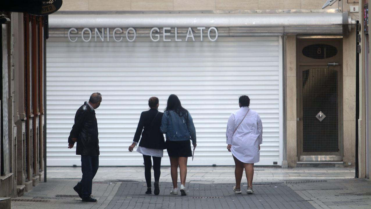 La borrasca «Karim» desploma el techo del polideportivo de El Berrón.Locales cerrados en Málaga debido a las restricciones