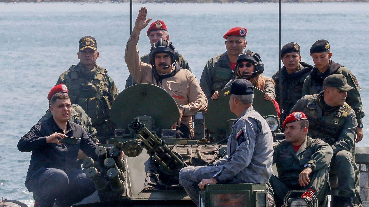 La presidencia difundió fotos de Maduro en las que llamó las maniobras mas importantes en 200 años