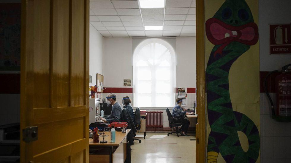 El personal del CEIP Curros Enríquez de Ourense volvió al trabajo con medidas de seguridad
