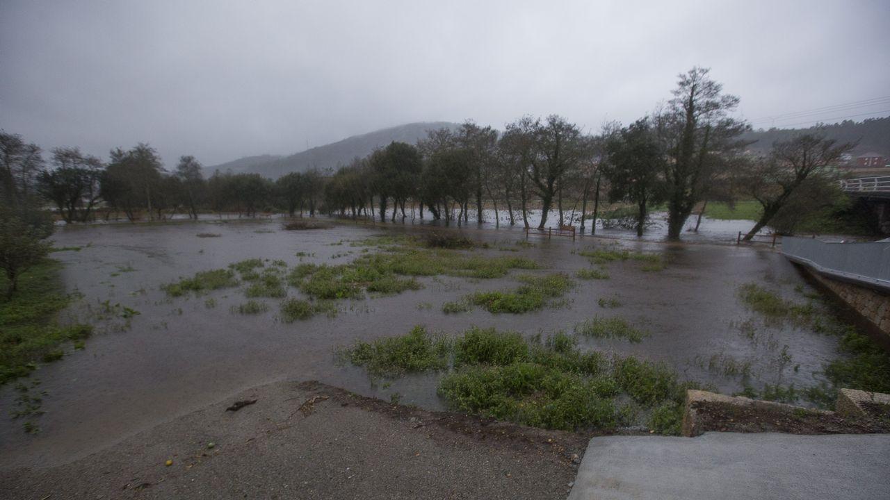 Intensa lluvia y fuertes rachas de viento en toda la Costa da Morte