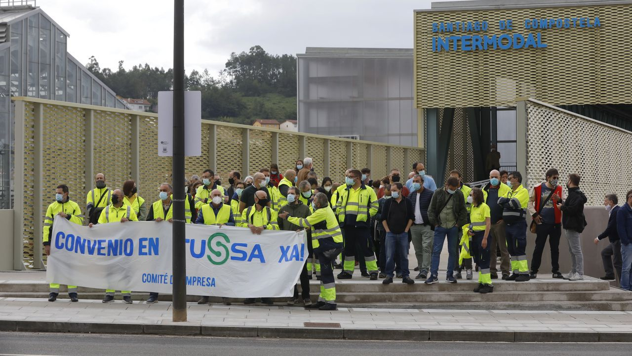 Manifestación en favor de la permanencia de Ence en Lourizán.Trabajadores de la planta de Novafrigsa en Lugo, propiedad del Grupo Coren