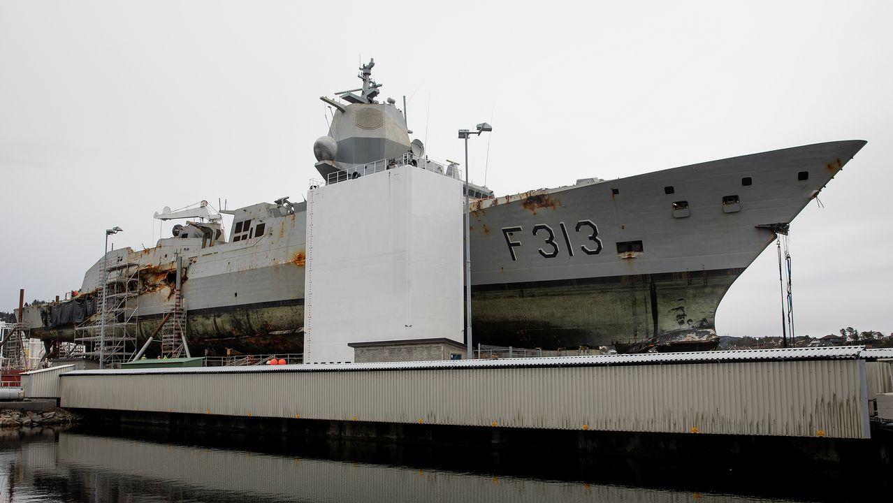 Uno de los ejercicios de la F-103 con un buque de la Marina francesa