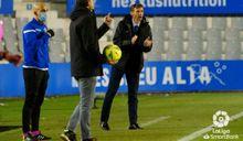 Cuco Ziganda Sabadell Real Oviedo Nova Creu Alta.Cuco Ziganda da órdenes desde la banda
