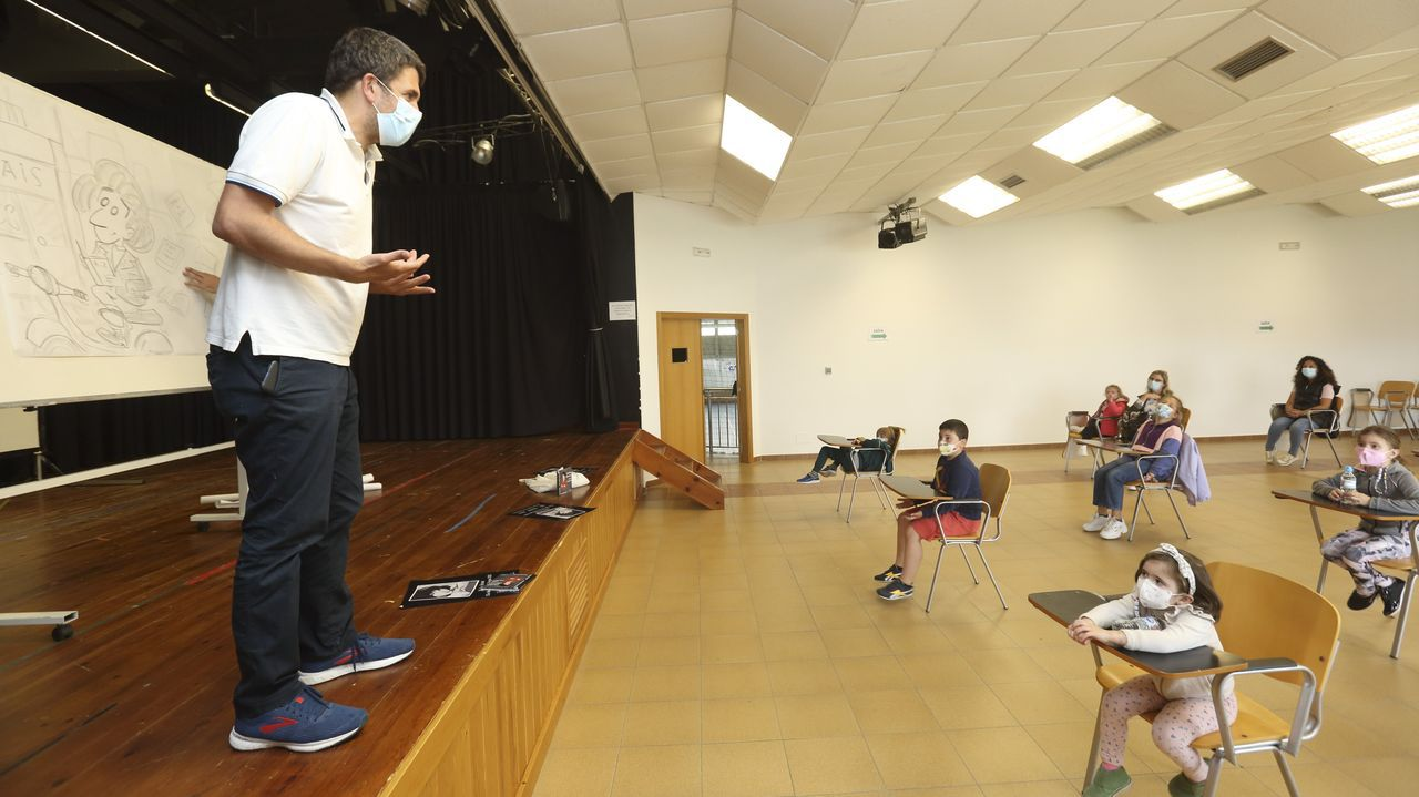 Onte comezou a programación zasense cun conta contos e obradoiro no centro sociocultural de Baio