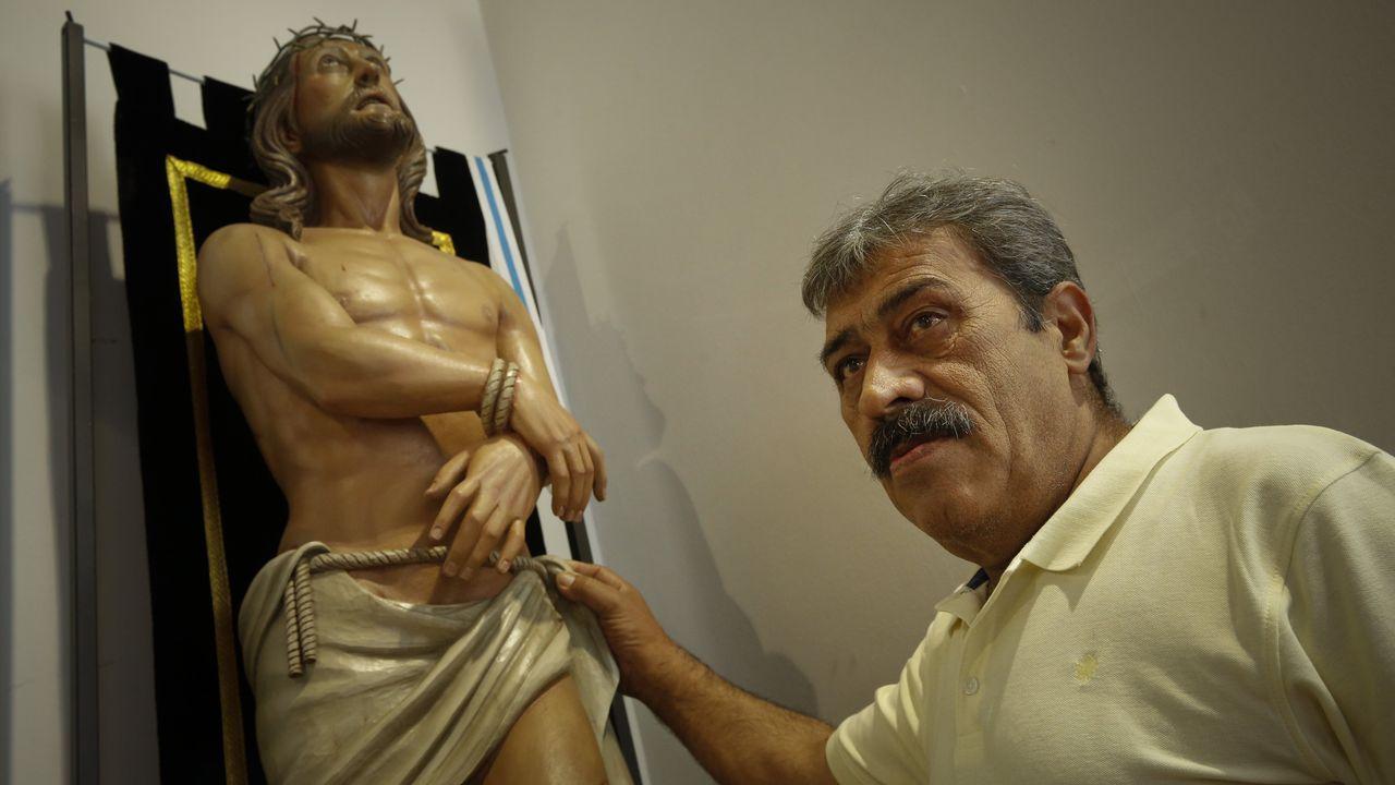 Las imágenes de las Meninas de Canido 2019.Leopoldo Rodríguez talló el Cristo de la Misericordia que está en la iglesia de As Orfas