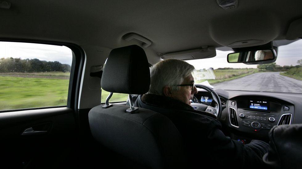 Julio Fernández ha tenido ya, debido a la cantidad de kilómetros recorridos, siete coches en sus años de cura.
