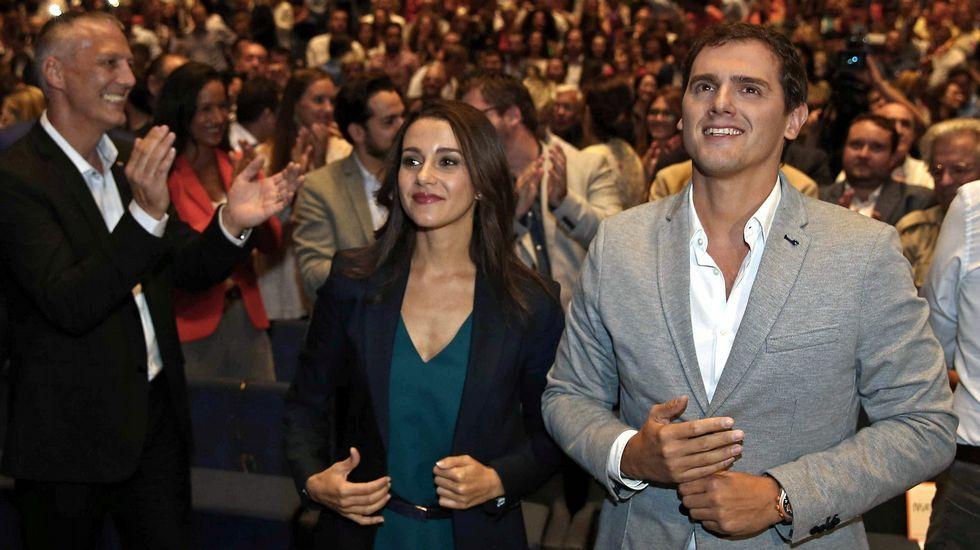 Fernández Díaz critica al gobierno de Pontevedra.Parlon dice que se convive bien, pero la gente evita hablar de independentismo sí o no.