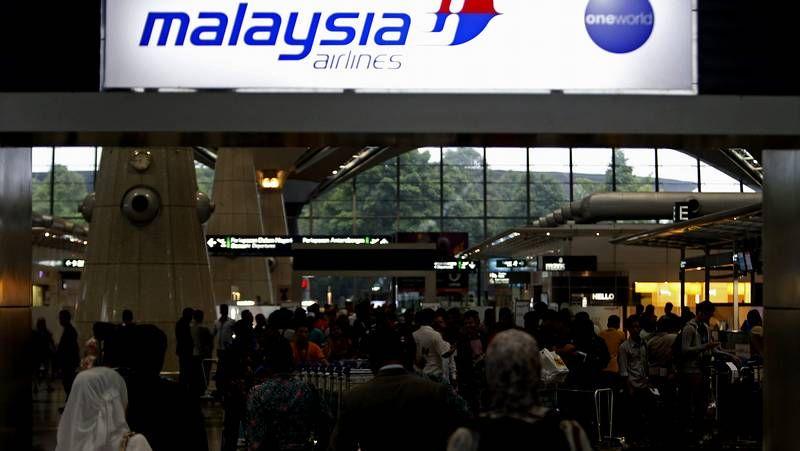 Gana fuerza la hipótesis del secuestro terrorista del avión desaparecido.Desesperación entre los familiares de los pasajeros