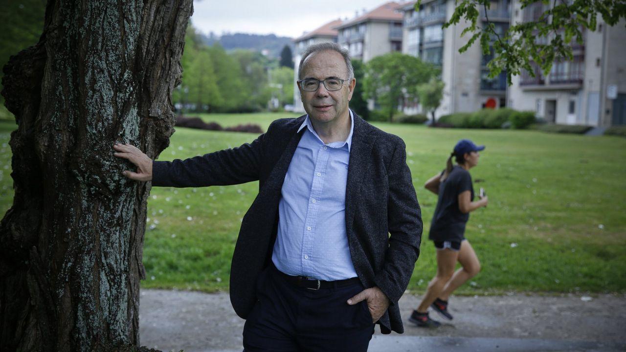 Iglesias: «En cada lugar al que llegaba durante la campaña tenía que preguntar '¿Cómo nos llamamos aquí?'».Xosé Sánchez Bugallo, paseando por un parque de Santiago. Colgó su último tuit en septiembre del 2012