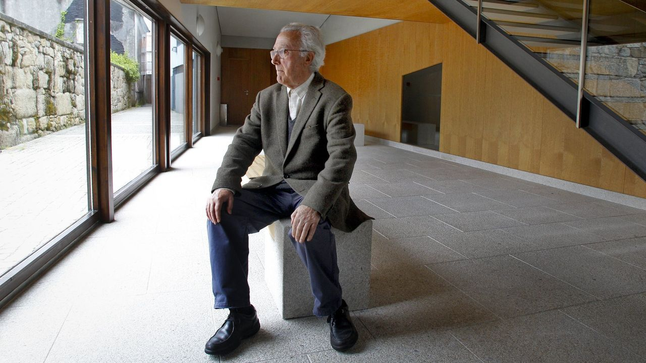 Proyectos de Francisco Castro que no vieron la luz.El arquitecto Manuel Gallego Jorreto en el auditorio de A Illa de Arousa, en el 2018