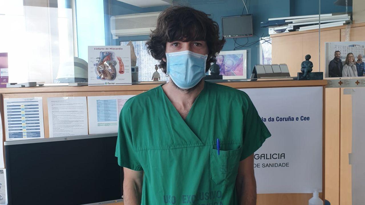 Álvaro Mena, internista del Chuac