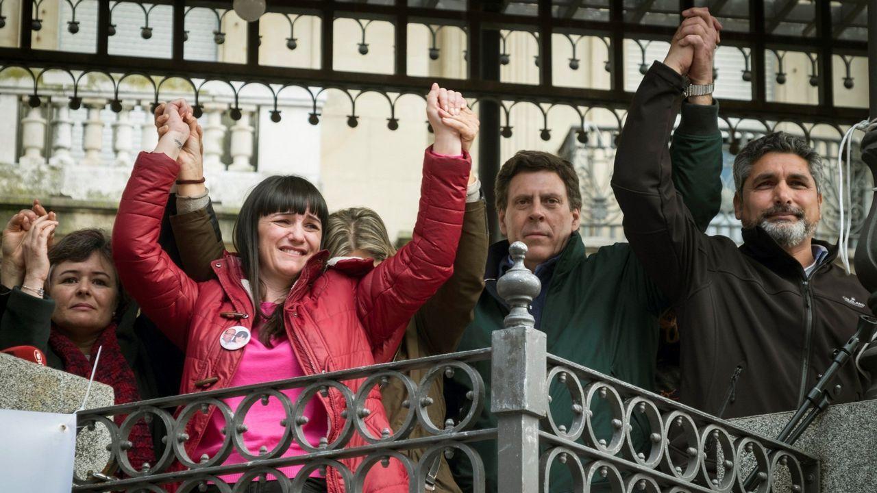«TV3 es un arma de intoxicación masiva».Ruth Ortiz, madre de Ruth y José, primera por la izquierda, junto a otras victimas en la concentración de Huelva