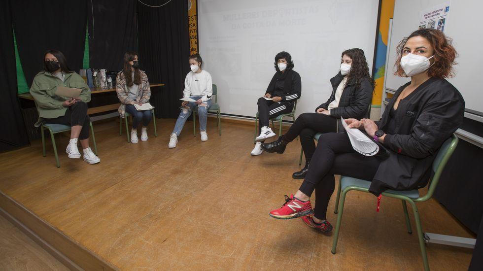 Charla-debate sobre el deporte femenino en la Costa da Morte, en el IES de Baio