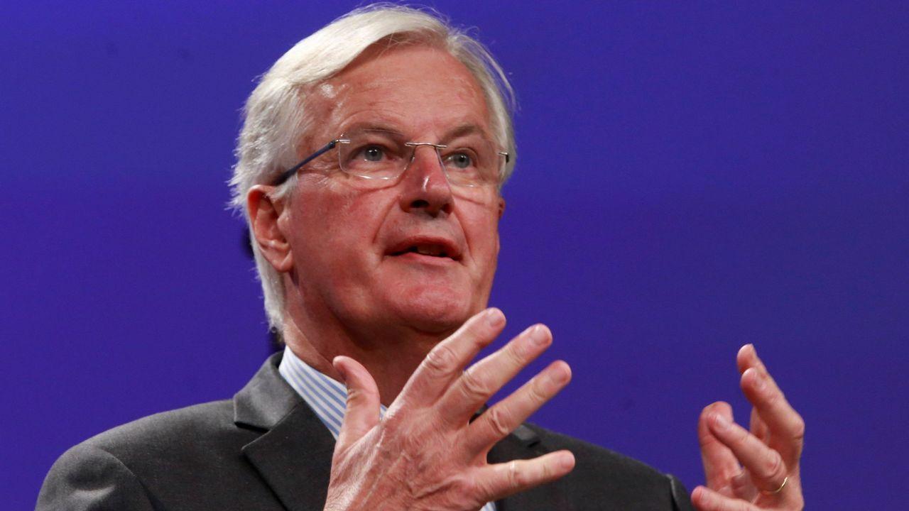 El vídeo muestra que David Davis prefirió quedarse al lado de May en vez de ir a negociar a Bruselas