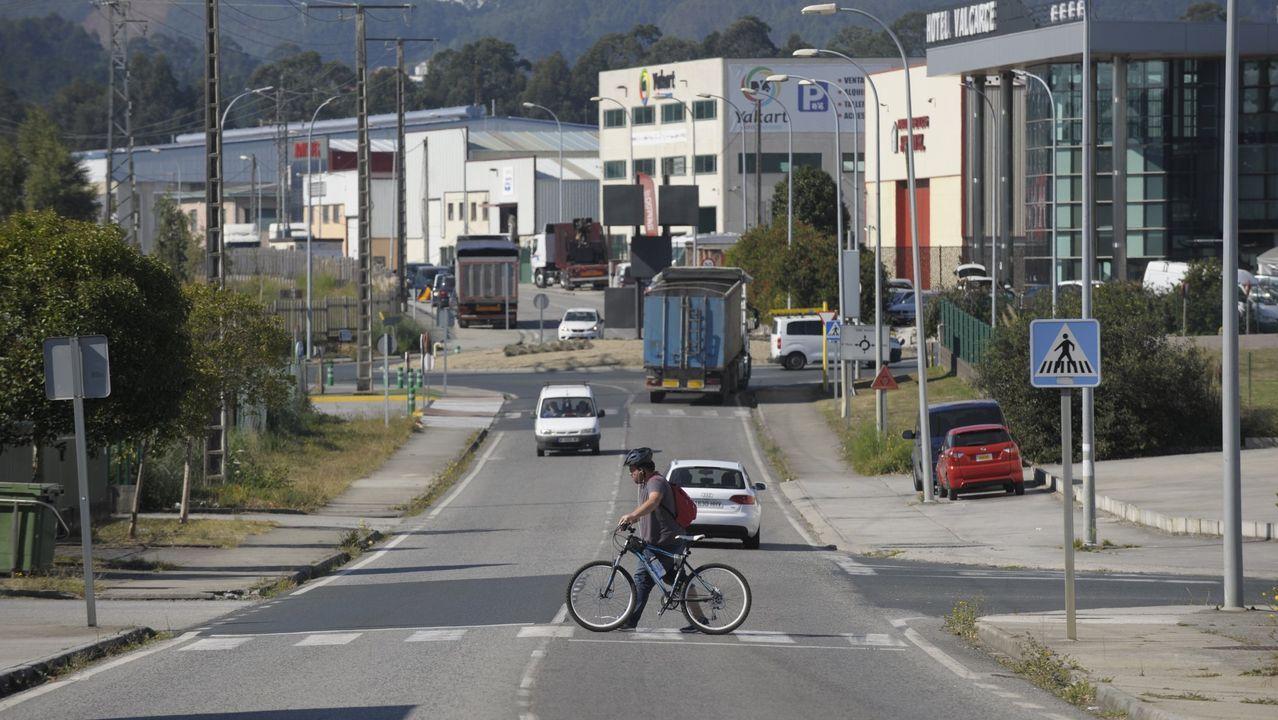 La vivienda de los padres detenidos en Lugo acumulaba gran cantidad de basura.Imágenes del rellano de la vivienda del matrimonio detenido por presunto maltrato a un bebé de dos meses de edad