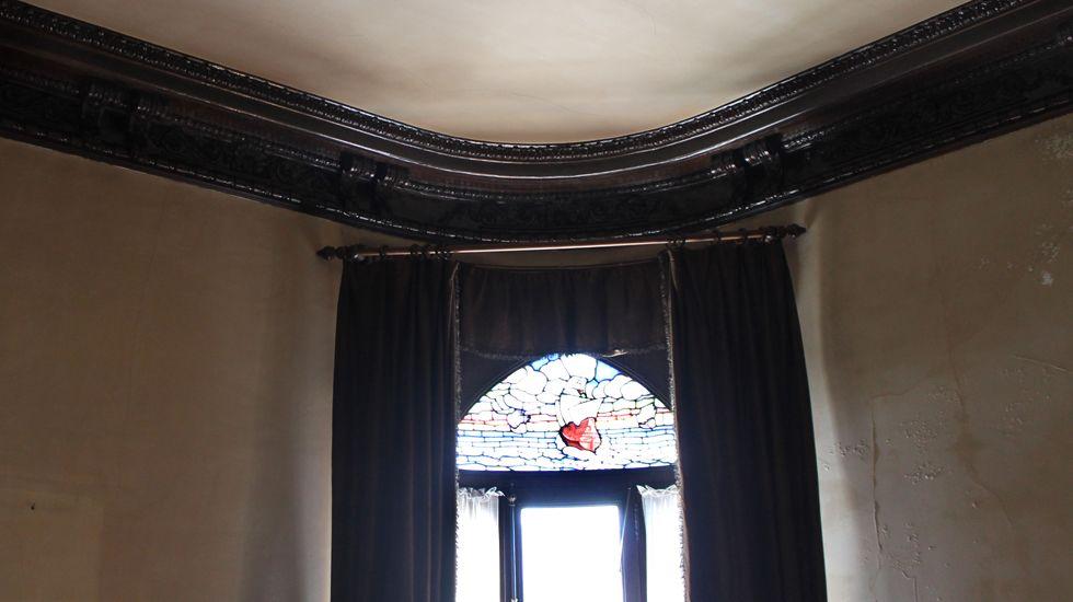 Detalle del techo en la habitación que da al balcón redondo