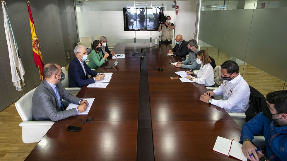 Reunión del conselleiro de Industria con los comités de empresa de fábrica y de oficinas de Ence