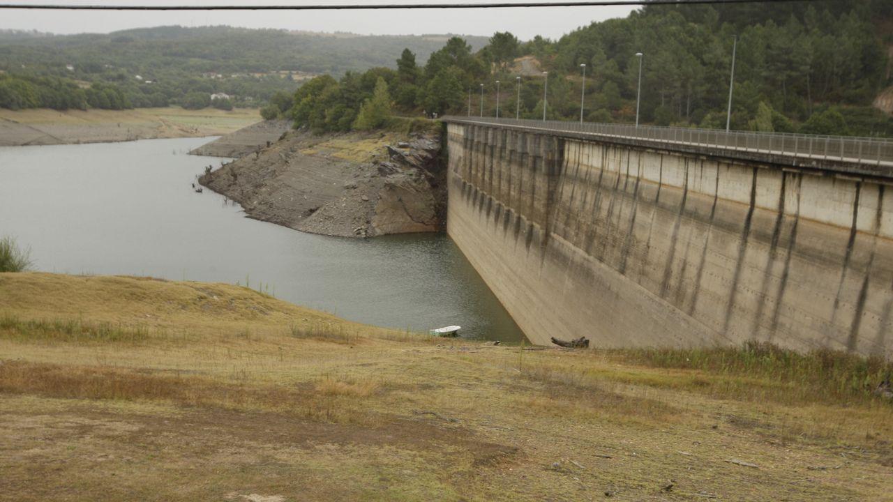VILASOUTO, AGOSTO DEL 2017. Hace un año, el embalse que abastece de regadío a las Terras de Lemos estaba al 20 % de su capacidad, con 4 hectómetros cúbicos de agua.