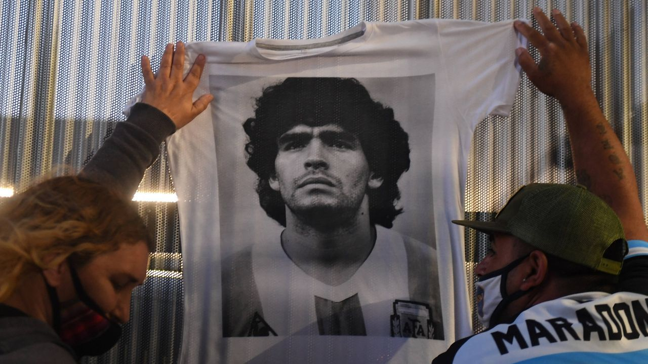 El mundo del fútbol llora la muerte de Maradona.En un partido de veteranos con el combinado argentino en el 2008