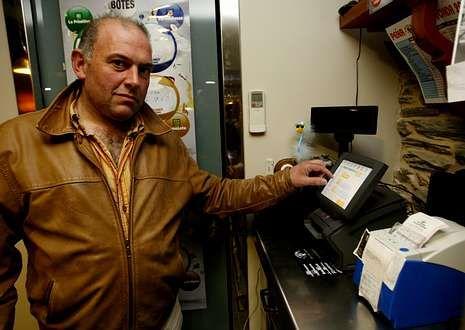 <span lang= es-es >Una papeleta complicada</span>. La presunta actividad delictiva llevada a cabo por su empleado deja a Jesús Sarceda en una situación complicada. Tiene que entregar pronto 55.400 euros.