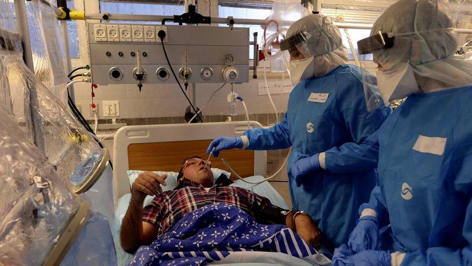 Fotografía facilitada por el gobierno israelí que muestra a personal sanitario durante un simulacro de atención a un paciente con Ébola en la unidad especial del Centro Médico Sheba en Tel Aviv