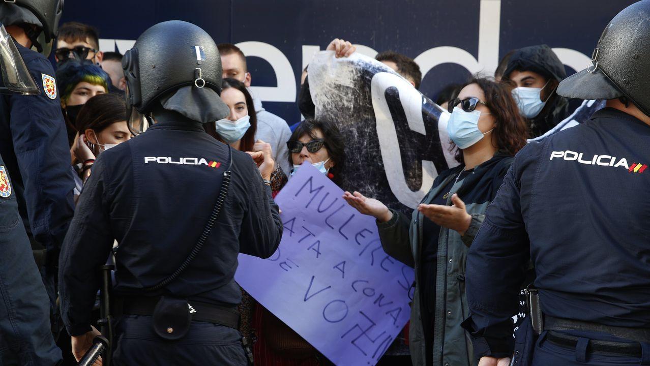 Dispositivo policial en un acto electoral de Vox celebrado en A Coruña, el pasado 27 de junio