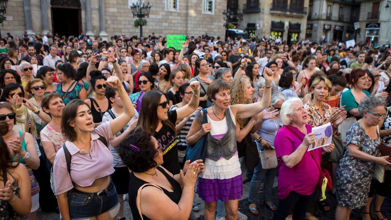 Concentración en Barcelona contra el auto de libertad provisional de La Manada