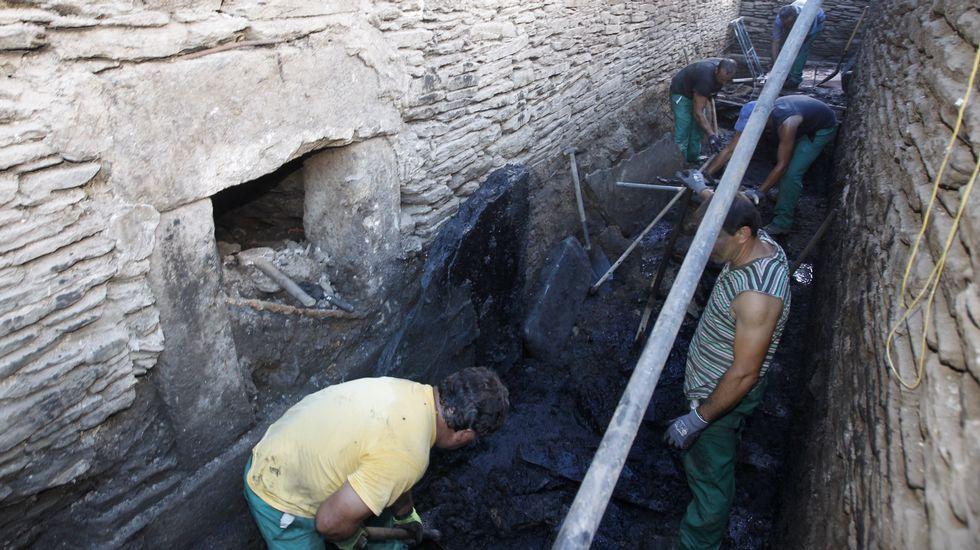 Desastres: Esqueleto de un edificio sin terminar desde hace años en la Ronda da Muralla