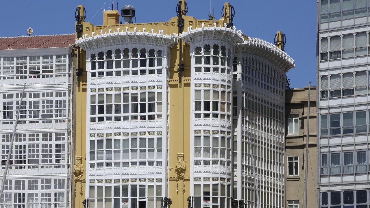 Casa Rey, en María Pita, de Julio Galán