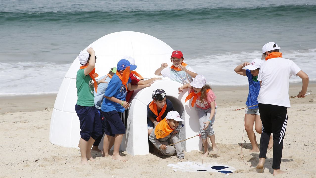 Celebración en pasadas ediciones del Día Mundial del Medio Ambiente en la playa de Samil