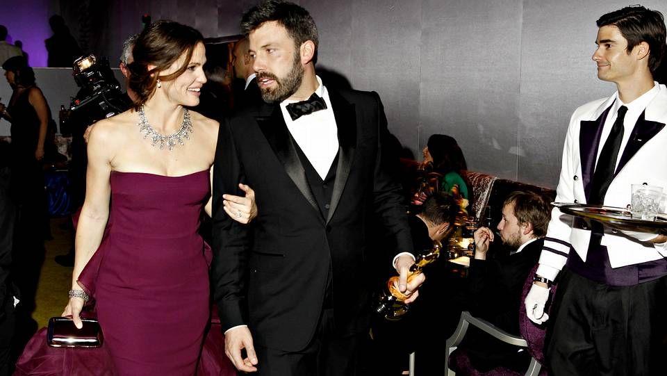 oscars arriba.El gran triunfador de la noche Ben Affleck con su mujer Jennifer Garner